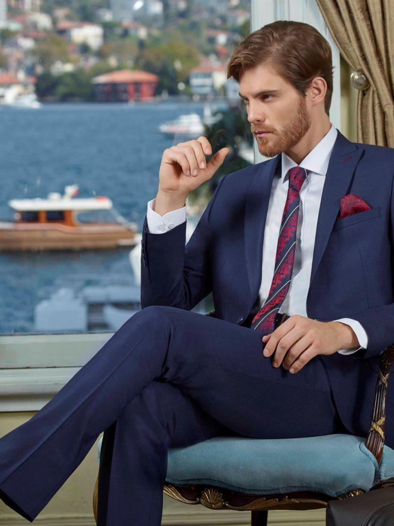 ▶▶Темно-синий мужской костюм с однобортным пиджаком и прямыми брюками. ☎ +7 495 724 26 05 ▶▶ Свадебный центр Вега Ⓜ Петровско-Разумовская