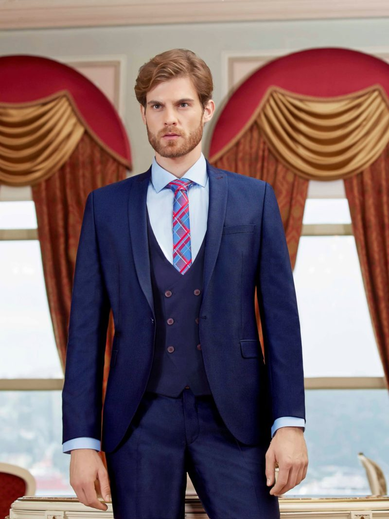 ▶▶Темно-синий мужской костюм с однобортным жилетом на пуговицах. ☎ +7 495 724 26 05 ▶▶ Свадебный центр Вега Ⓜ Петровско-Разумовская