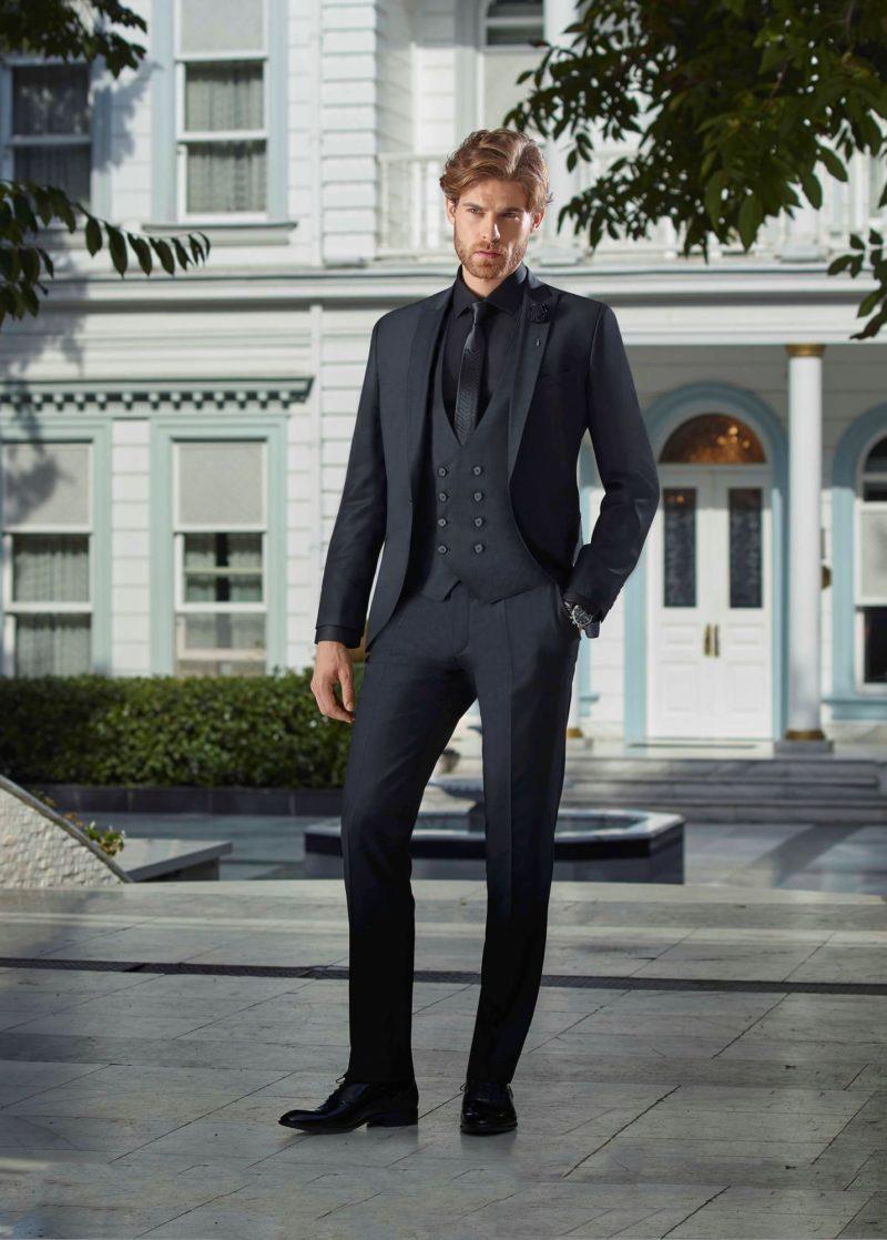 ▶▶Черный мужской костюм с пиджаком на одной пуговице и жилетом. ☎ +7 495 724 26 05 ▶▶ Свадебный центр Вега Ⓜ Петровско-Разумовская