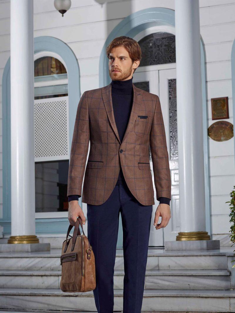 ▶▶Мужской костюм с коричневым пиджаком в клетку и прямыми синими брюками. ☎ +7 495 724 26 05 ▶▶ Свадебный центр Вега Ⓜ Петровско-Разумовская