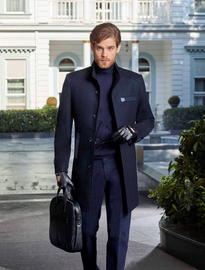 ▶▶Темно-синий комплект из однобортного пальто и брюк прямого кроя. ☎ +7 495 724 26 05 ▶▶ Свадебный центр Вега Ⓜ Петровско-Разумовская