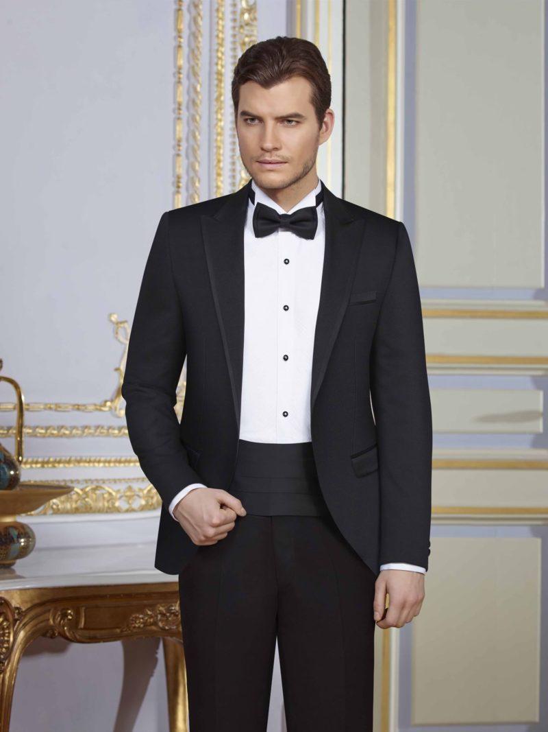 ▶▶Черный мужской свадебный костюм с широким глянцевым кушаком. ☎ +7 495 724 26 05 ▶▶ Свадебный центр Вега Ⓜ Петровско-Разумовская