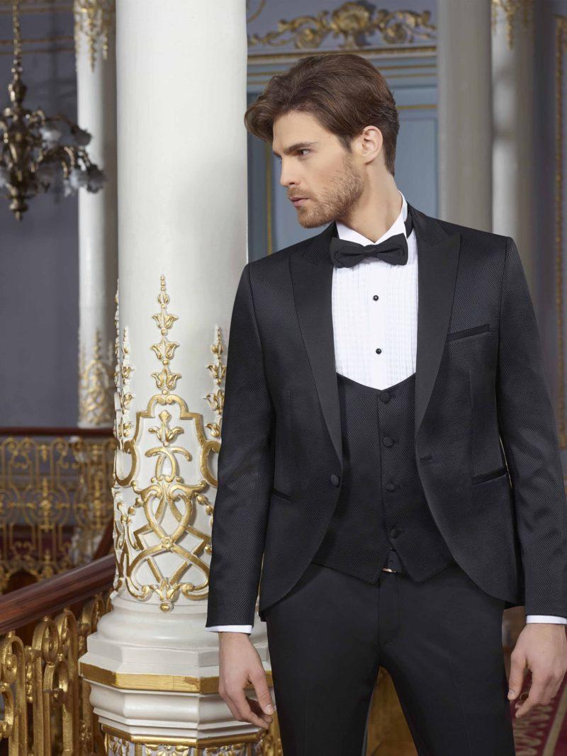 ▶▶Черный мужской свадебный костюм-тройка с прямыми брюками. ☎ +7 495 724 26 05 ▶▶ Свадебный центр Вега Ⓜ Петровско-Разумовская