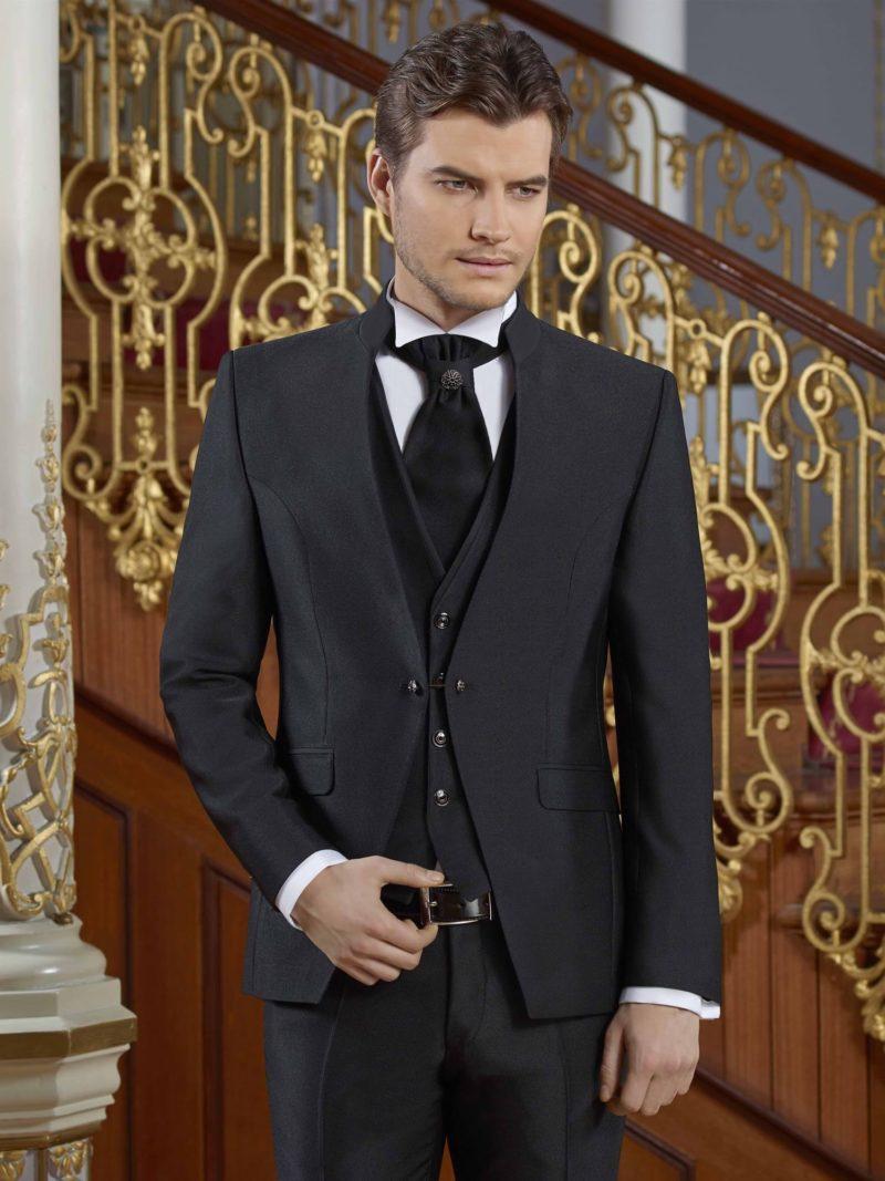 ▶▶Черный свадебный мужской костюм-тройка с прямыми брюками. ☎ +7 495 724 26 05 ▶▶ Свадебный центр Вега Ⓜ Петровско-Разумовская