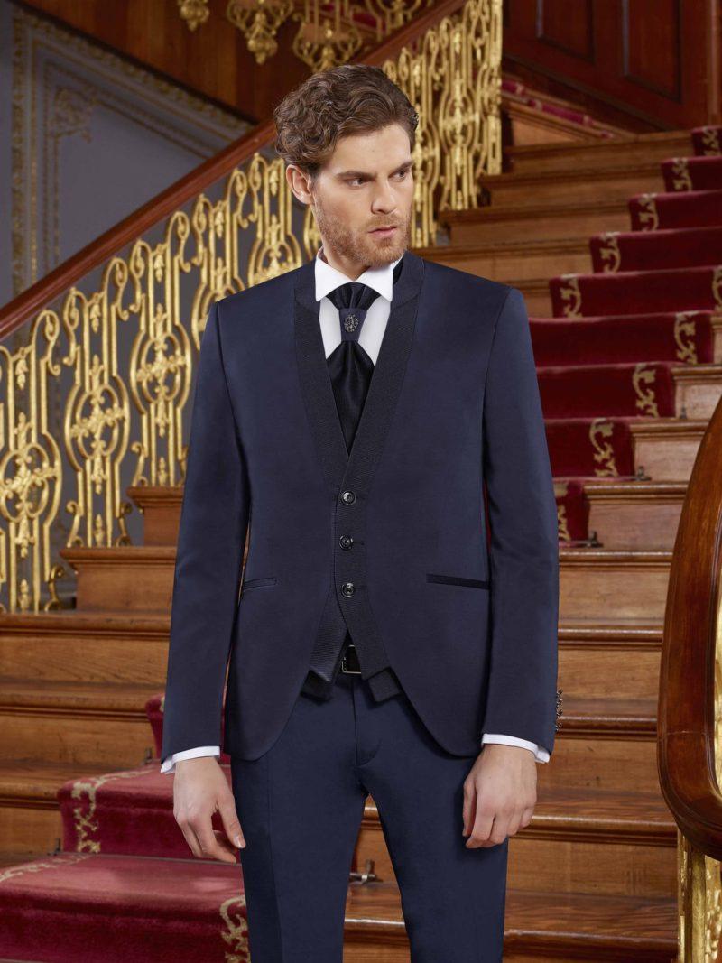 ▶▶Темно-синий мужской костюм с прямыми брюками и фактурным жилетом. ☎ +7 495 724 26 05 ▶▶ Свадебный центр Вега Ⓜ Петровско-Разумовская
