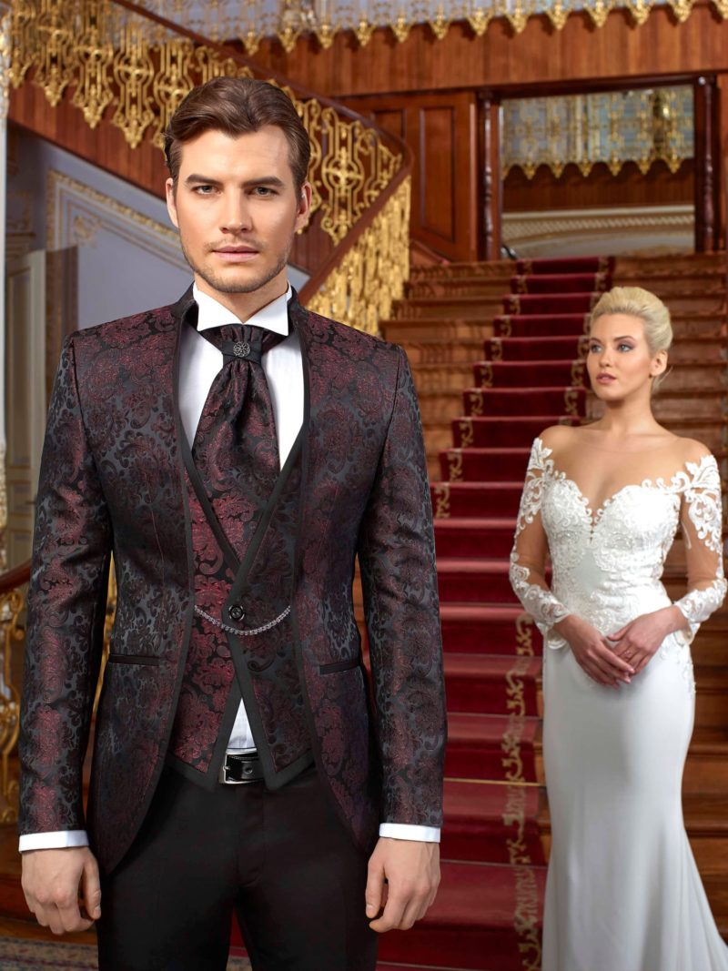 ▶▶Бордовый свадебный мужской костюм-тройка с пиджаком на цепочке. ☎ +7 495 724 26 05 ▶▶ Свадебный центр Вега Ⓜ Петровско-Разумовская