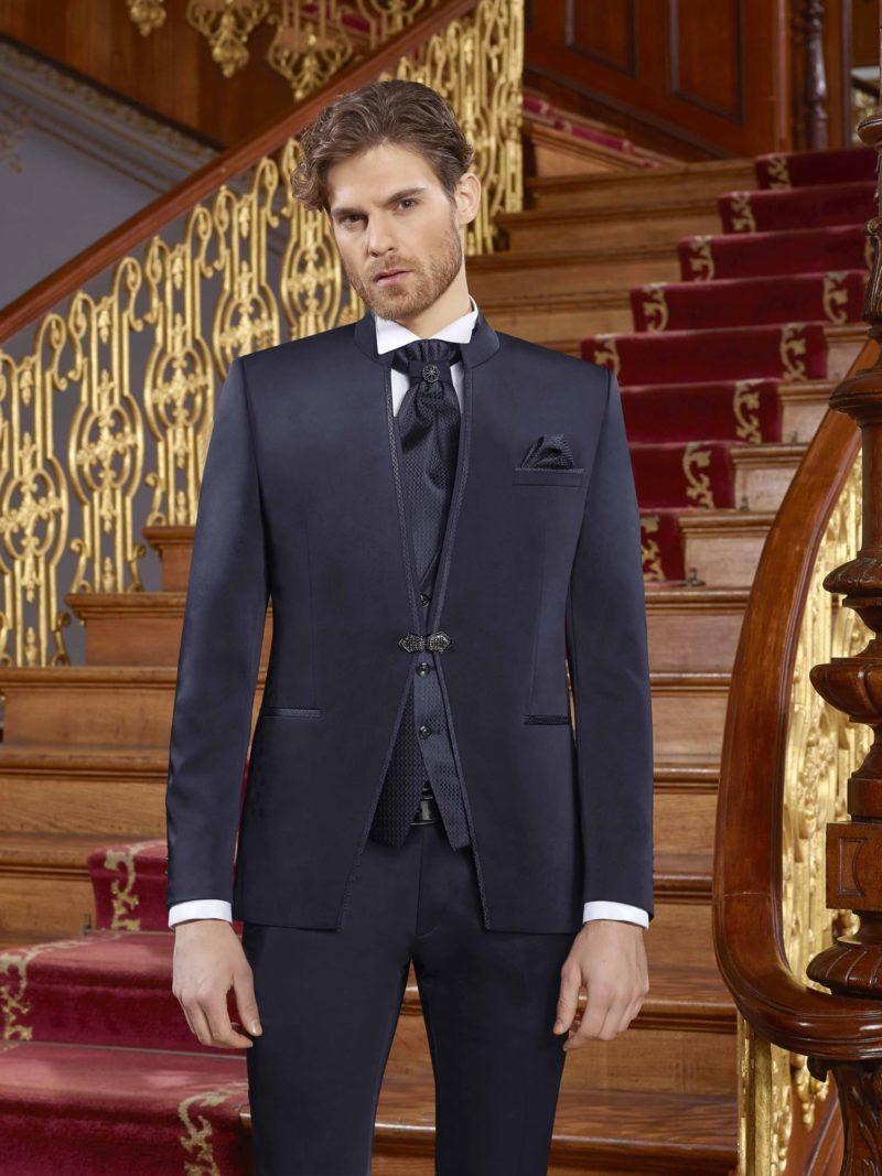 ▶▶Темно-синий мужской свадебный костюм с пиджаком на застежке и прямыми брюками. ☎ +7 495 724 26 05 ▶▶ Свадебный центр Вега Ⓜ Петровско-Разумовская