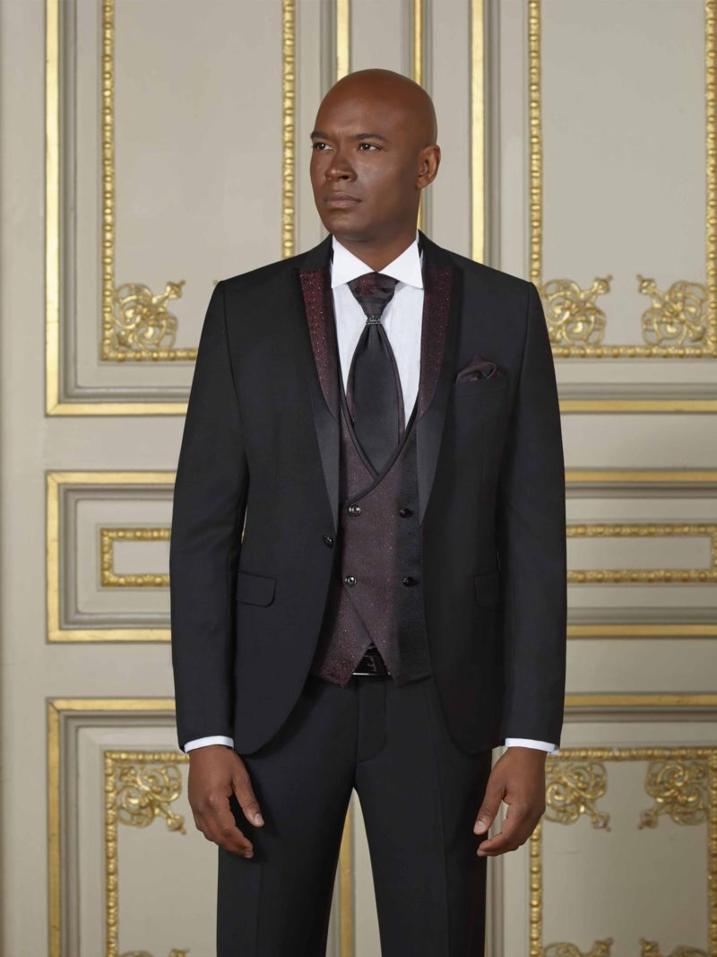 ▶▶Мужской свадебный костюм-тройка черного цвета с прямыми брюками. ☎ +7 495 724 26 05 ▶▶ Свадебный центр Вега Ⓜ Петровско-Разумовская