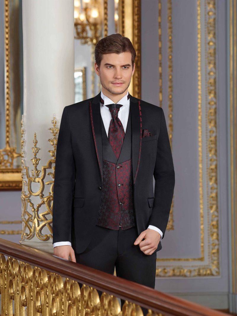 ▶▶Черный мужской свадебный костюм с жилетом бордового цвета. ☎ +7 495 724 26 05 ▶▶ Свадебный центр Вега Ⓜ Петровско-Разумовская