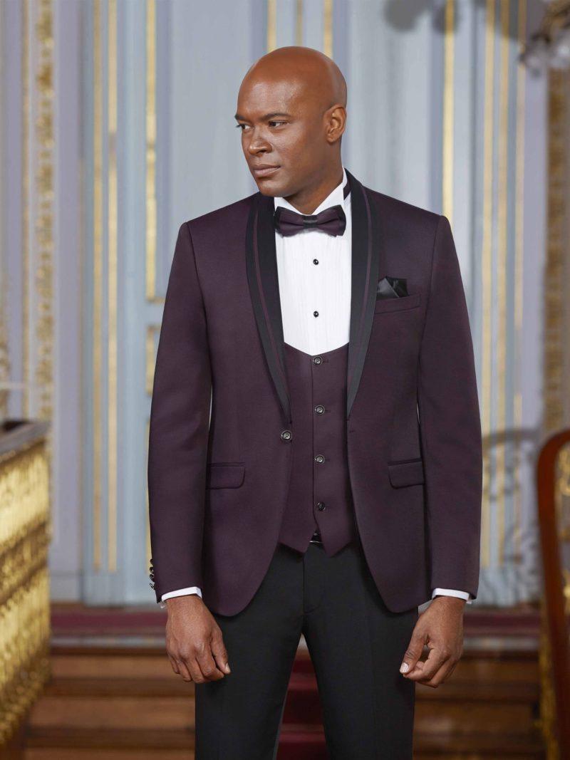 ▶▶Свадебный мужской костюм с фиолетовым пиджаком и черными брюками.  ☎ +7 495 724 26 05 ▶▶ Свадебный центр Вега Ⓜ Петровско-Разумовская
