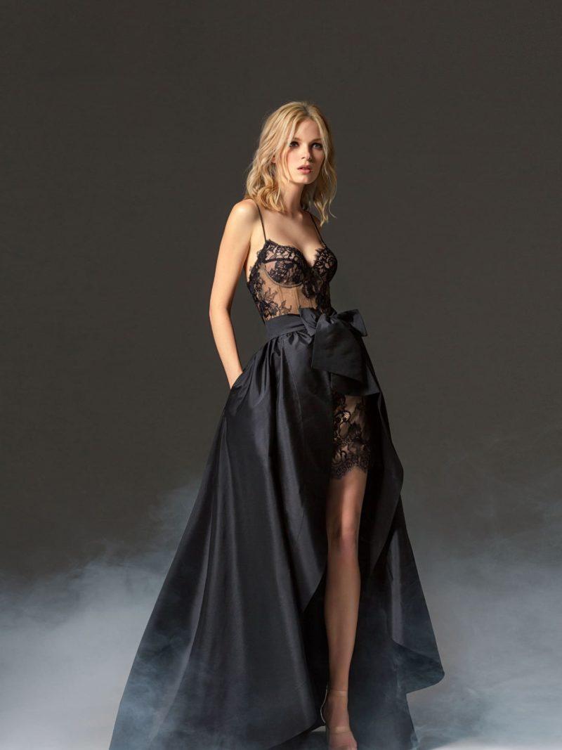 Черное вечернее платье с пышной юбкой и бантом на талии.