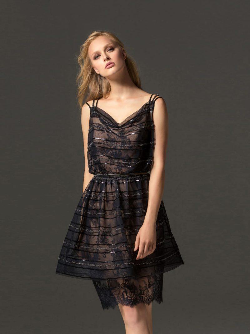 Кружевное коктейльное платье с пышной верхней юбкой.