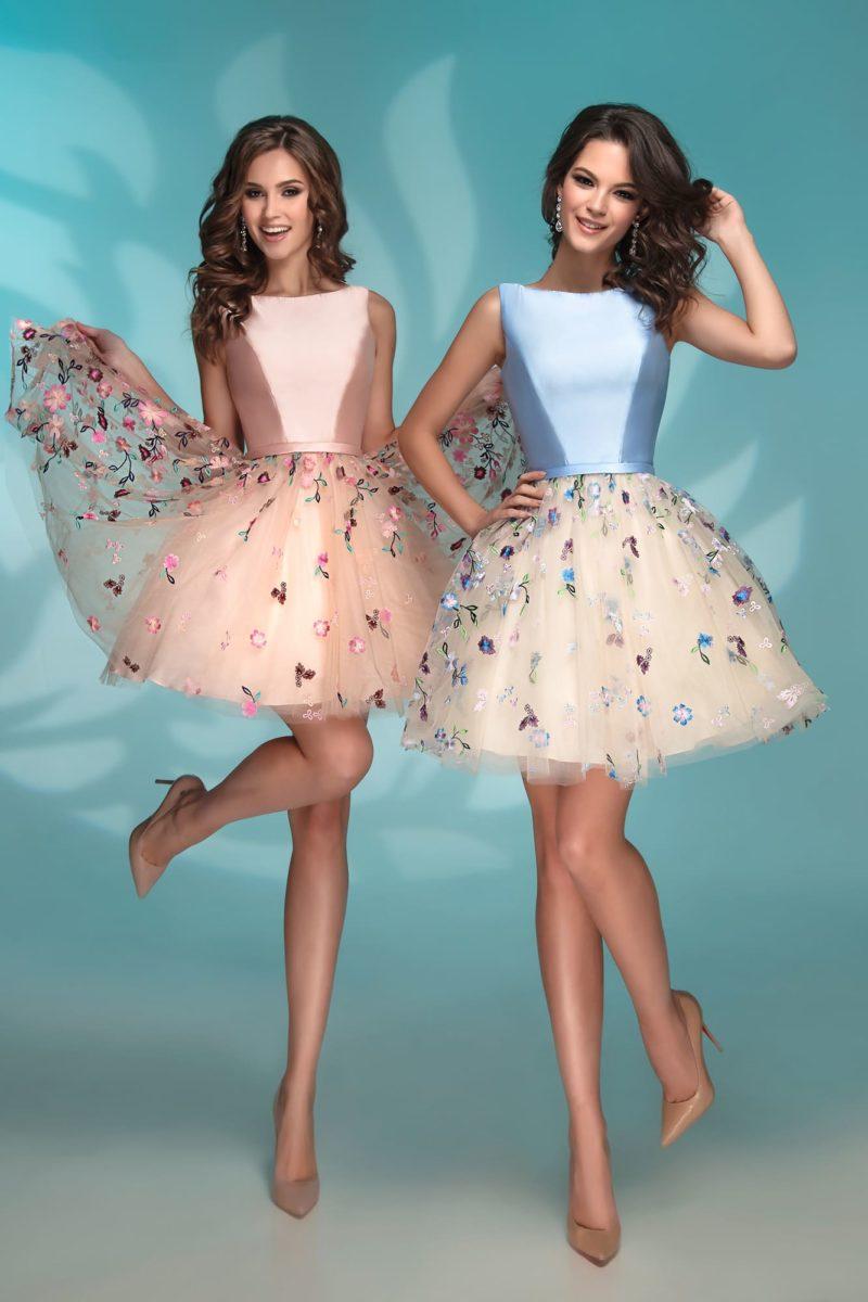Персиковое вечернее платье с чарующей пышной юбкой.