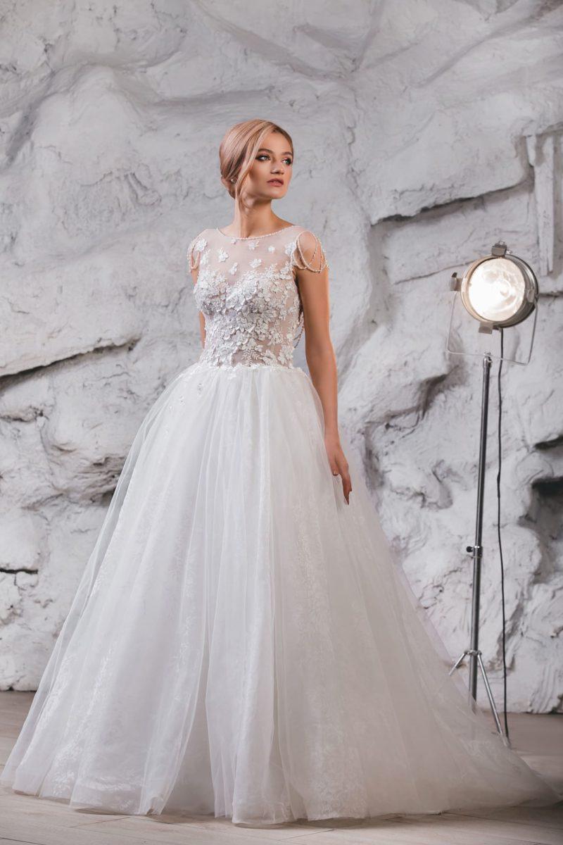 Воздушное свадебное платье с вырезом сзади.