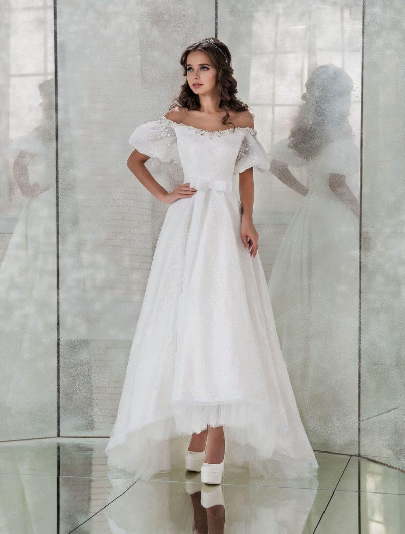 Чарующее свадебное платье с рукавами-фонариками.