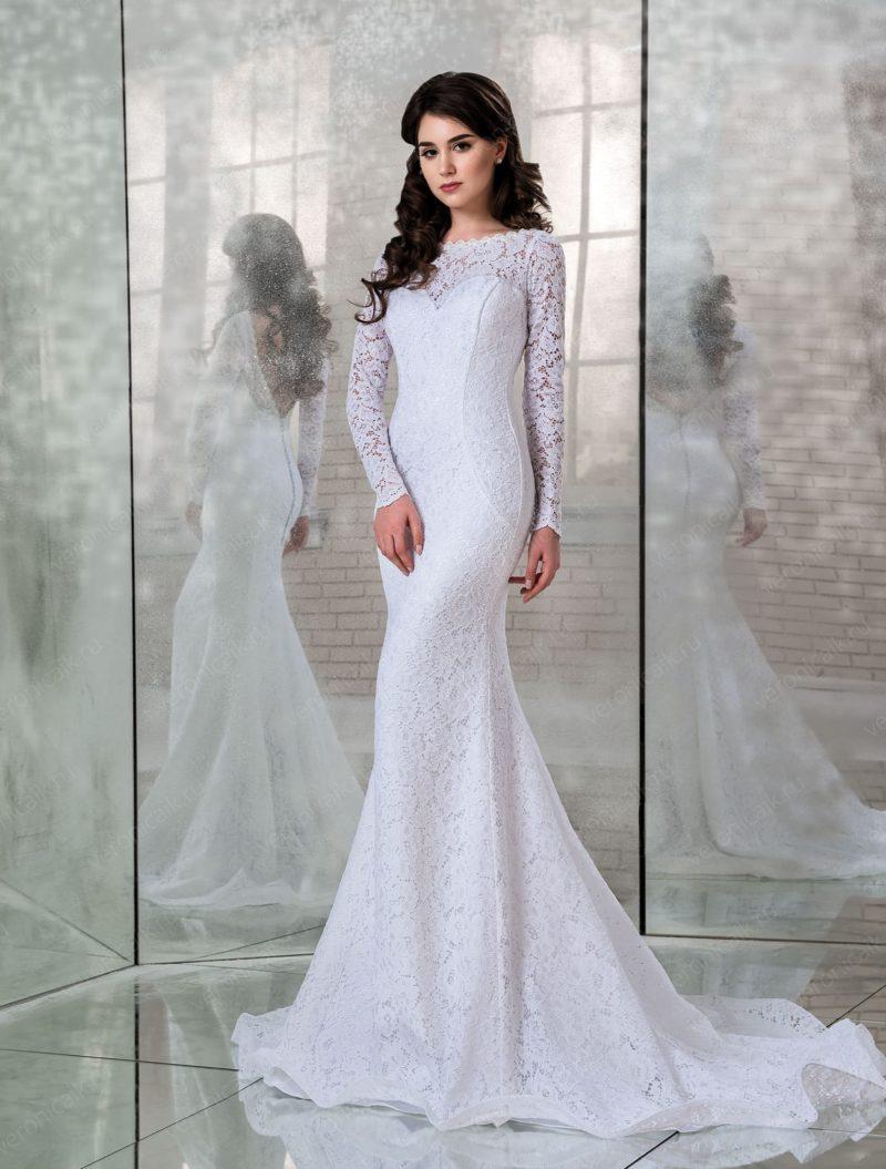 Свадебное платье «русалка» с длинным кружевным рукавом.