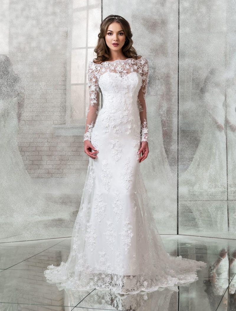 Свадебное платье «рыбка» с длинным рукавом и портретным вырезом.