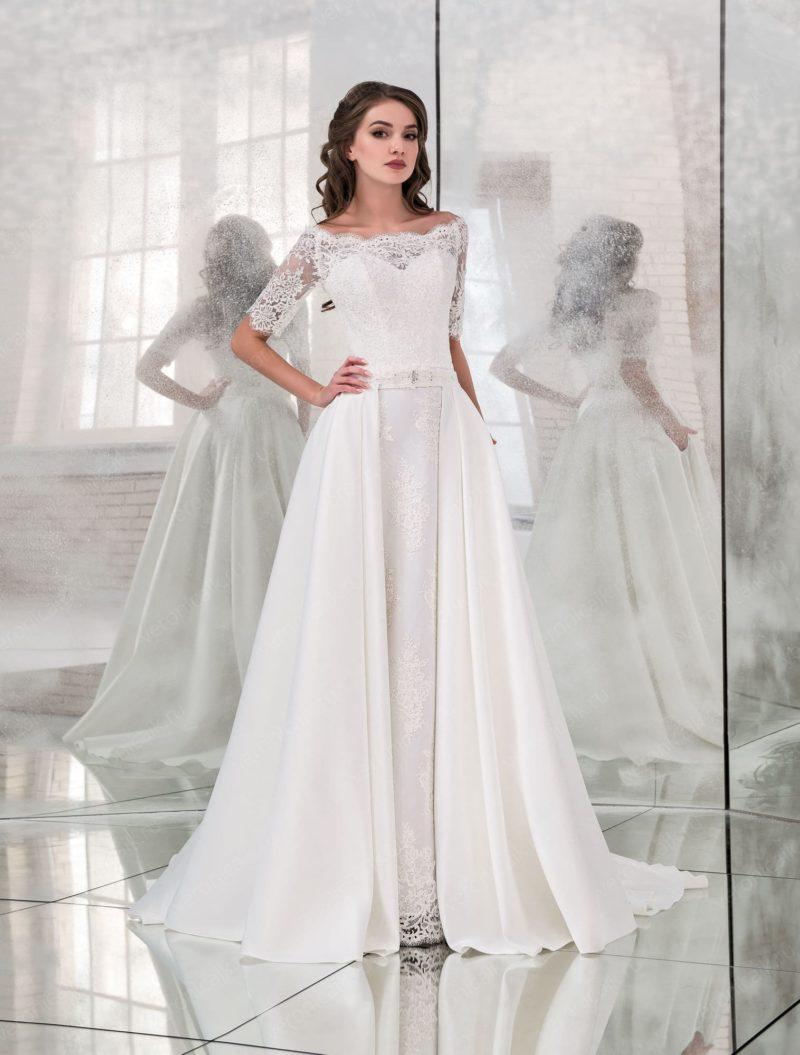 Свадебное платье-трансформер с кружевным портретным лифом.