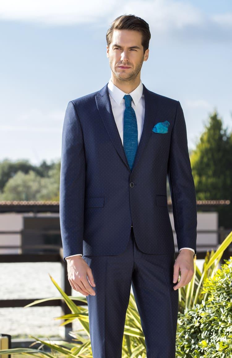▶▶Темно-синий мужской костюм с мелким рисунком. ☎ +7 495 724 26 05 ▶▶ Свадебный центр Вега Ⓜ Петровско-Разумовская