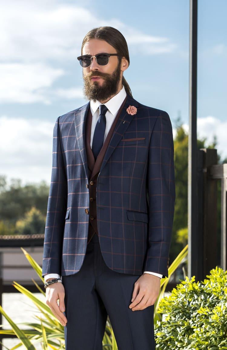 ▶▶Темно-синий мужской костюм с коричневым жилетом. ☎ +7 495 724 26 05 ▶▶ Свадебный центр Вега Ⓜ Петровско-Разумовская