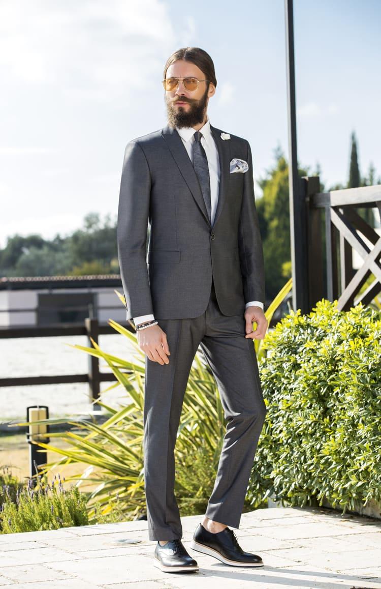 ▶▶Серый мужской костюм с объемным цветком на лацкане. ☎ +7 495 724 26 05 ▶▶ Свадебный центр Вега Ⓜ Петровско-Разумовская