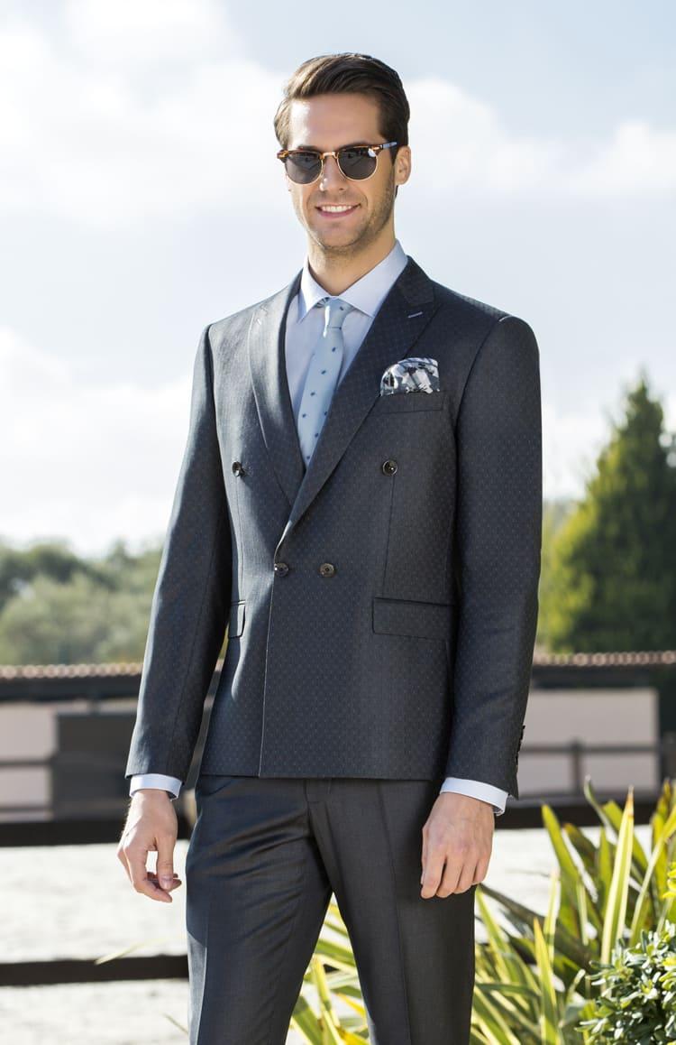 ▶▶Темно-серый мужской костюм с платком в нагрудном кармане. ☎ +7 495 724 26 05 ▶▶ Свадебный центр Вега Ⓜ Петровско-Разумовская
