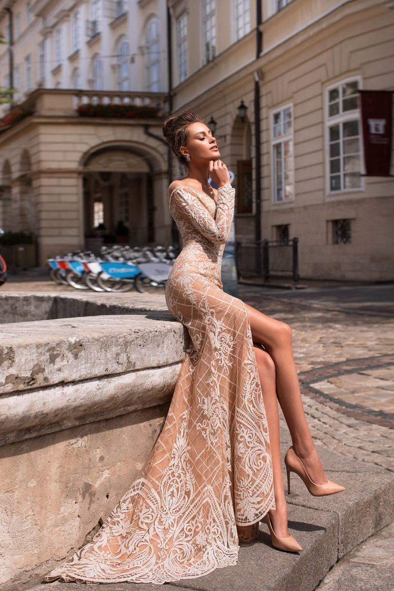 Бежевое вечернее платье с «русалочьим» силуэтом