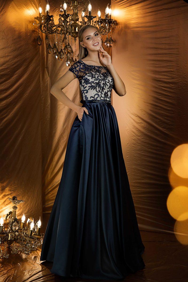 Вечернее платье с закрытым верхом