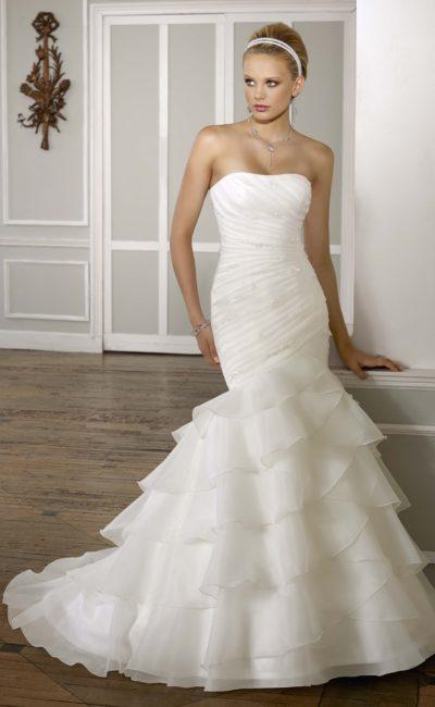 Великолепное свадебное платье «рыбка» с чарующей отделкой и открытым лифом.