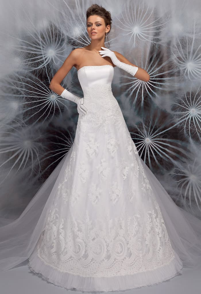 Элегантное свадебное платье «принцесса» с лифом прямого кроя.