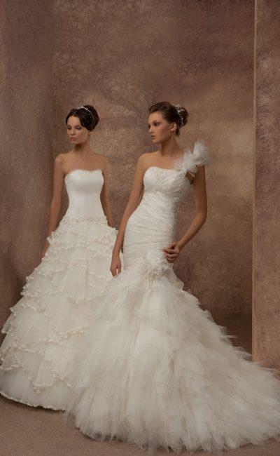 Кокетливое свадебное платье с объемной асимметричной бретелью и юбкой кроя «русалка».