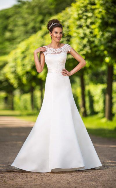 Свадебное платье из гладкой ткани