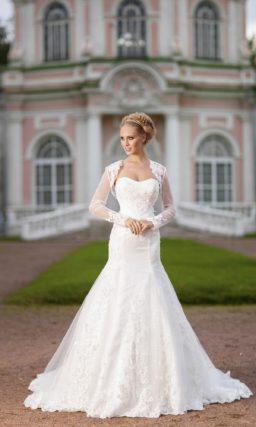 Открытое свадебное платье «русалка» с объемной вышивкой по корсету и тонким болеро.