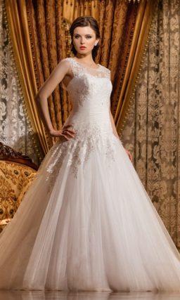 Свадебное платье классическое с А-силуэтом.