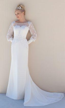 Прямое свадебное платье с длинными рукавами с плотными манжетами.