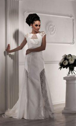 Свадебное платье «принцесса» с коротким рукавом и полупрозрачными вставками на юбке.