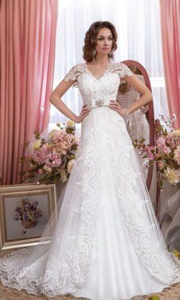 Роскошное свадебное платье «принцесса» с притягательным кружевным декором.