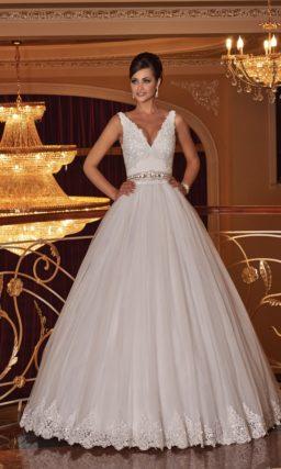 Шикарное свадебное платье с сияющей вышивкой на лифе и юбкой из тюльмарина.