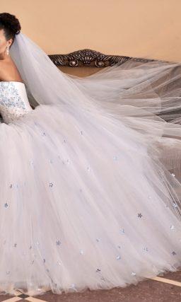 Роскошное свадебное платье с вышивкой на корсете и юбкой из тюльмарина.