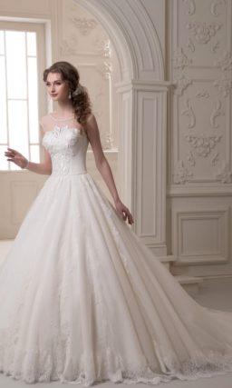 Свадебное платье «принцесса» с кружевными аппликациями на закрытом корсете.
