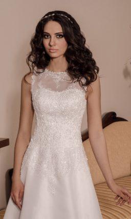 Закрытое свадебное платье без рукавов, с кружевным декором и юбкой «трапеция».