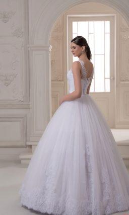 Пышное свадебное платье с вышивкой на поясе и ажурными бретельками.