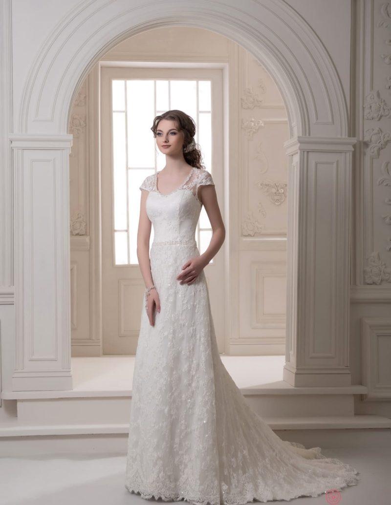 Кружевное свадебное платье «рыбка» с коротким шлейфом и изящным рукавом.
