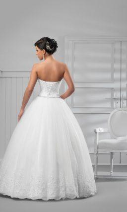 Торжественное свадебное платье с кружевным верхом и юбкой из тюльмарина.