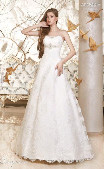 Свадебное платье «принцесса» с кружевным болеро с длинными полупрозрачными рукавами.