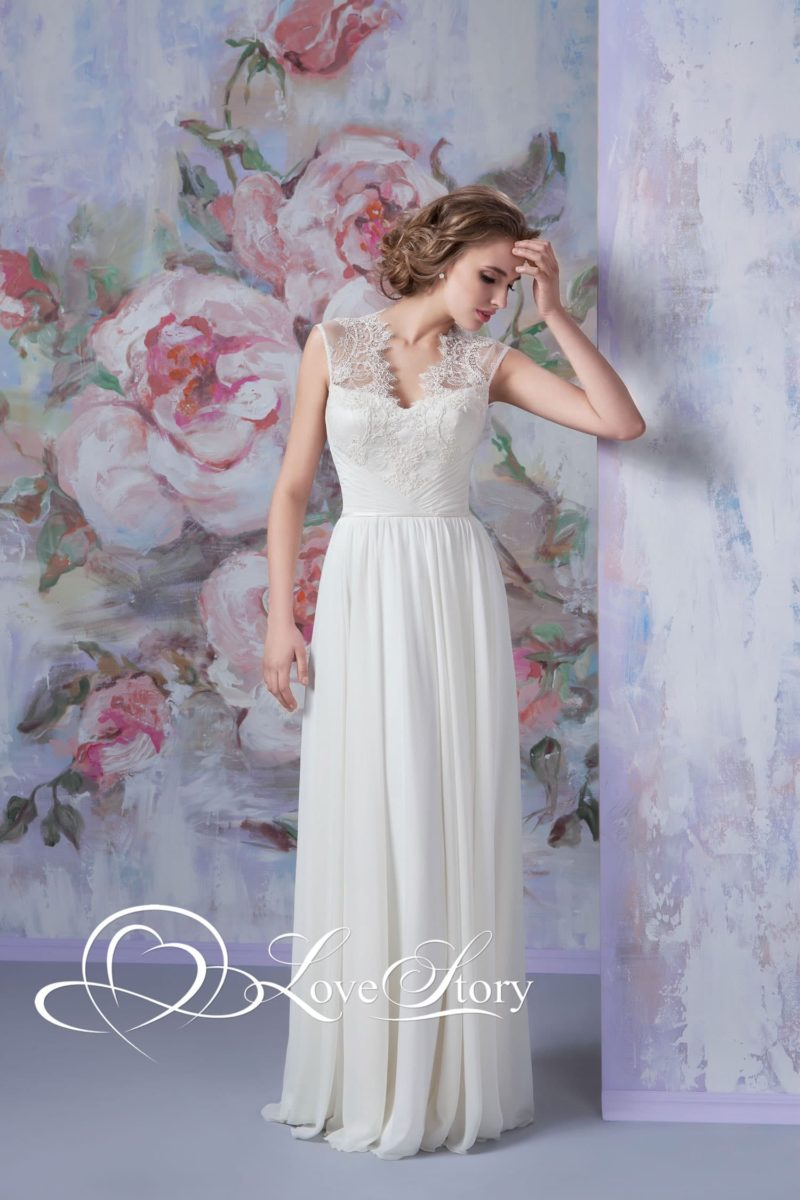 Прямое свадебное платье с широкими бретелями из тонкого кружева.