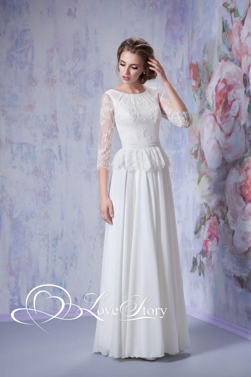 Прямое свадебное платье с короткой кружевной баской и прозрачным рукавом ¾.