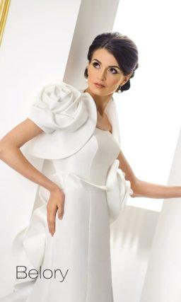 Свадебное платье «рыбка» из атласной ткани с экстравагантным болеро.