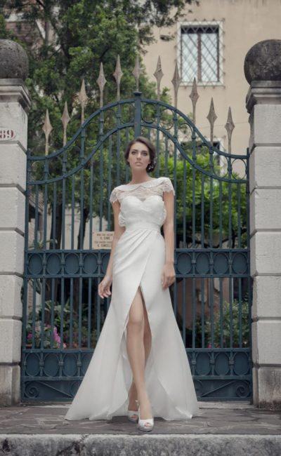 платье с неординарным кроем