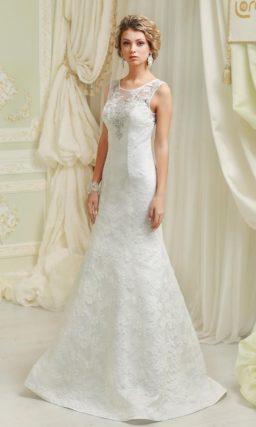 Кружевное свадебное платье «рыбка» с закрытым верхом и нежной бисерной вышивкой по лифу.